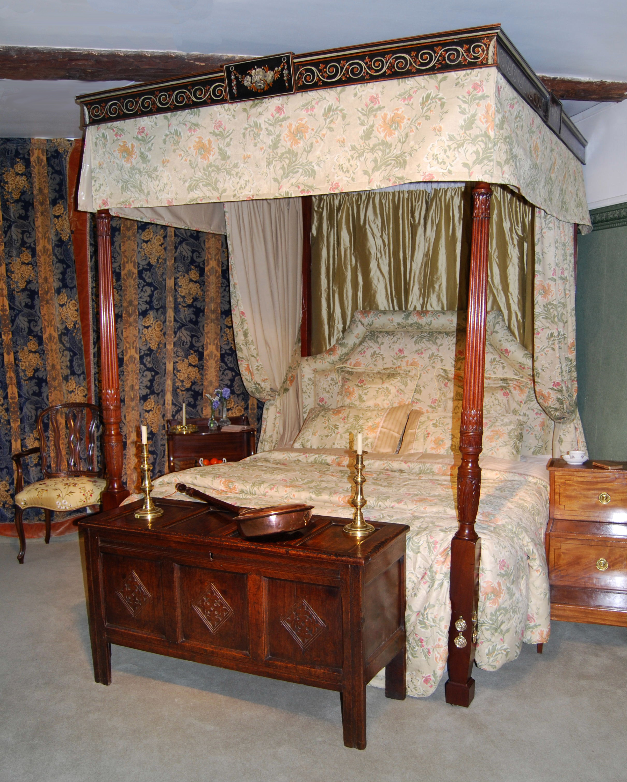 Four poster bed harvey norman id e for Chambre cinquante sept