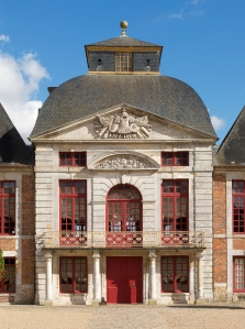 One of the château's highly innovative central pavilions. The pediment is carved with a military trophy. On the upper floor, superimposed windows reveal the former salon à l'italienne within, as later found at Vaux-le-Vicomte. The balcony and its four columns were added by the Duke of Beuvron in the eighteenth century.