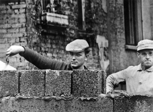 Berlin Wall Goes Up USE@Harry Benson 1961