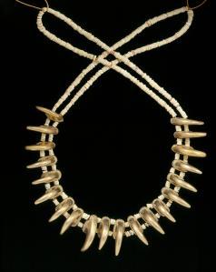Necklace with claw shaped beads, Zenú, gold alloy, 200BC-AD1000. ©Museo del Oro – Banco de la República, Colombia.