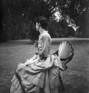"""Alice von Hofmannsthal, Ashcombe,1937, in her Costume for """"The Gardener's Daughter"""" for """"The Anti Dud Ball"""" at the Dorchester Hotel, 13 July 1937 © The Cecil Beaton Studio Archive"""