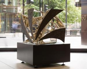 HEXAD I, 2013 Nickel Bronze AP of 5  130 x 100 x 100 cm ©