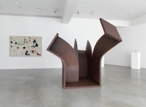 Chillida on Miró installation view,  Photography by Mike Bruce © Zabalaga-Leku, DACS, London, 2014 / © Successió Miró / ADAGP, Paris and DACS London 2014.