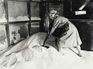 George P Lewis, Spreading refined sugar before bagging, Glebe Sugar Refinery, Greenock, 1918 (printed 2004) © Scottish National Portrait Gallery