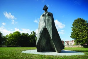 Cloaked Figure IX (frontal) Lynn Chadwick Salisbury Cathedral Close - photo by Ash Mills