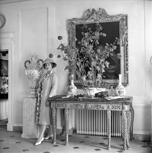 Nancy Lancaster in the Entrance Hall, Haseley Court, 1950s (Cecil Beaton) ©The Cecil Beaton Studio Archive at Sotheby's