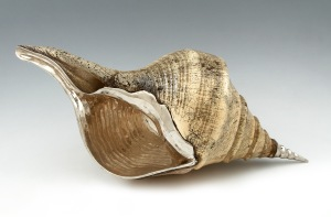  A Luiz Ferreira (1909-1994) silver mounted conch shell. Porto assay mark (1938-1984), Venâncio Pereira Lda. (1976) maker's mark and Luiz Ferreira mark.  J M Baptista