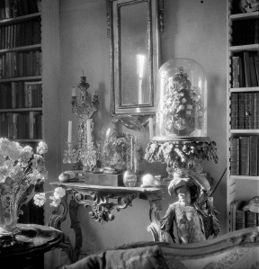 Mirror and ornaments at Ashcombe (Cecil Beaton) ©The Cecil Beaton Studio Archive at Sotheby's