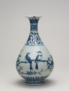 Porcelain bottle with underglaze cobalt blue decoration. Yongle era, 1403- 1424. Jingdezhen, Jiangxi province. Height 33.50 cm; diameter 18.60 cm. Sir Percival David Collection. © The Trustees of the British Museum