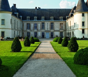 The Château de Condé, in the Picardy region, had the privilege of welcoming the most cultivated spirits of its time. It stands as a beguiling witness to the effervescent spirit of eighteenth-century France and the bucolic charms of Watteau's fêtes galantes. © Francis Hammond