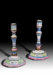 GIBSON ANTIQUES A PAIR OF CANTON ENAMEL CANDLE STICKS QING DYNASTY, QIANLONG PERIOD, 1736-1795 Height: 21.5cm