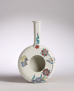 Catalogue no. 21 A CHANTILLY KAKIEMON FEEDING VESSEL (biberon), circa 1740