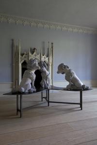 Laura Ford, Waldegrave Poodles. © Laura Ford / Gautier Deblonde