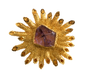 Brooch of 18ct yellow gold radiating square tubes covered with granulation and set with natural crystal of amethyst 1963