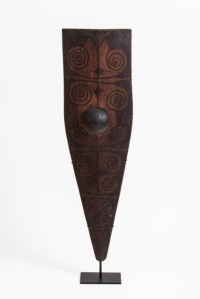 Kapil Jariwala A MENTAWAI KURABIT SHIELD Early 20TH century Mentawai people, Mentawai Island, West Sumatra, Indonesia Pigment on carved wood 105 cm height