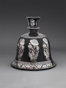 Bell-shaped Huqqa Base with Poppy design Bidri alloy inlaid with silver Bidar, Deccan, India Circa 1750-1780 Height: 16.5 cm Diameter: 16 cm