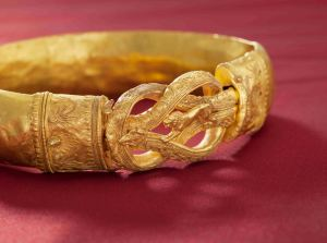 Hellenistic Gold Armlet Credit Kallos Gallery and Steve Wakeham
