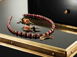 Hellenistic Necklace and Earrings Credit Kallos Gallery and Steve Wakeham