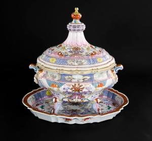 Tureen, Cover and Stand Qianlong period circa 1740 Scandinavian Market Length of Stand: 17 inches; 43cm Height of Tureen & Cover: 15 inches 38cm Cohen & Cohen www.cohenandcohen.co.uk