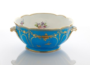Adrian Sassoon A French 18th Century Soft-Paste Vincennes Porcelain Punch Bowl (jatte à ponche) c.1753 Courtesy Adrian Sassoon London