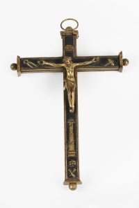 ROELL FINE ART An important Namban sawasa reliquary crucifix, Japan, late 16th/early 17th century Alloy of red copper, gold, silver and arsenic with black lacquer and gold H 19.5 cm, W 14 cm, Thickness 2.6 cm