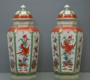 W W WARNER ANTIQUES An exceptional pair of Worcester vases and covers Circa 1765-8 29.2cm (11 1/2in) (4)