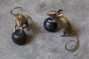 Claude Lalanne, Jules et Jim, 2015, Small Sculptures, bronze and steel, 6.0 x 12.0 x 7.5 cm, edition of 40 courtesy of the artist and Louisa Guinness Gallery,