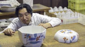 Sakaida Kakiemon XV examines his work © The Trustees of the British Museum