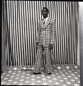 A moi seul, 1978 (c) Malick Sidibé. Courtesy Galerie MAGNIN-A, Paris