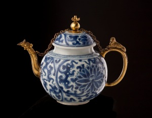 Copper Gilt Mounted Chinese Porcelain Teapot China and Germany, Kangxi period (1654 - 1722), mounts ca.1680