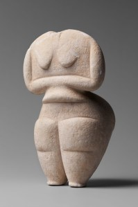 CHEWDAY'S Female figure Marble 4500 - 4000 BC. H. 8 7/16 in. (21.4 cm) Courtesy CHEWDAY'S, London