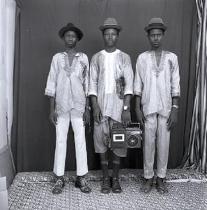 Les jeunes bergers peulhs, 1972 (c) Malick Sidibé. Courtesy Galerie MAGNIN-A, Paris