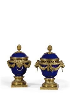 Paire de Sèvres vases-cloche dits ''Vases Dulac'' - €300.000-500.000 © CHRISTIE'S IMAGES LIMITED 2016