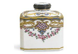 Tea Caddy, boîte à thé Sèvres, Louis-Jean Thévenet (painter) France, c. 1765