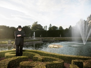 Upper Water Terraces Portrait of Michelangelo Pistoletto at Blenheim Palace with new commission Miraggio/Mirage (2016) 230 x 140 x 140 cm, car roof, gold paint Photo: Tom Lindboe Courtesy: Blenheim Art Foundation
