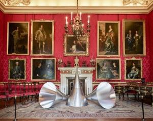 Red Drawing Room LeTrombe del Giudizio/The Trumpets of Judgment (1968-‐1986) 200 x 100 cm each, aluminium Photo: Tom Lindboe Courtesy: Blenheim Art Foundation