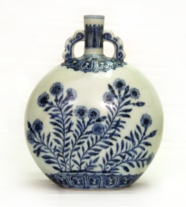 Moonflask with carnations and asters China, Jiangxi province, Jingdezhen kilns, Ming dynasty, Yongle period (1403–1424) Porcelain with underglaze cobalt-blue decoration, height 28 cm Private collection