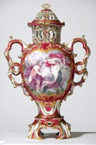 Covered pot-pourri vase from Upton House, Warwickshire, soft-paste porcelain, 1762 – 64, Chelsea factory, London, England. © National Trust. Photograph Robert Morris