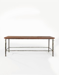 Diego Giacometti 1902-1985 Grande table console aux cerfs Bronze à patine vert antique et chêne cérusé / patinated bronze and cerused oak H 85 x L 230 x P 70 cm / 33½ x 90½ x 27½ in Estimation : €400.000-600.000