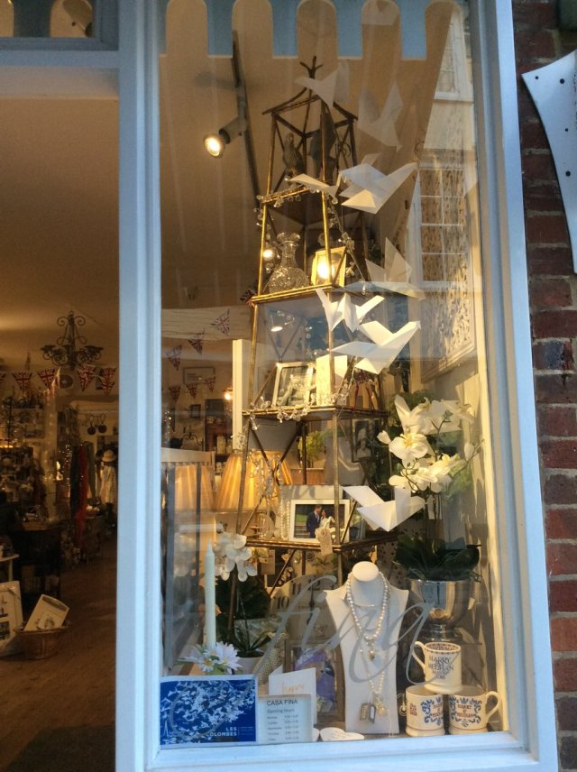 Doves in Casa Fina, High Street, Salisbury (c)
