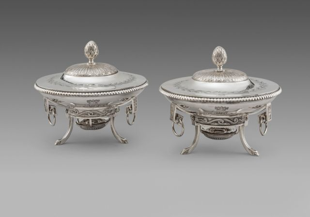4. KRA - Pair of Louis XVI dishes on stands, Paris, 1785